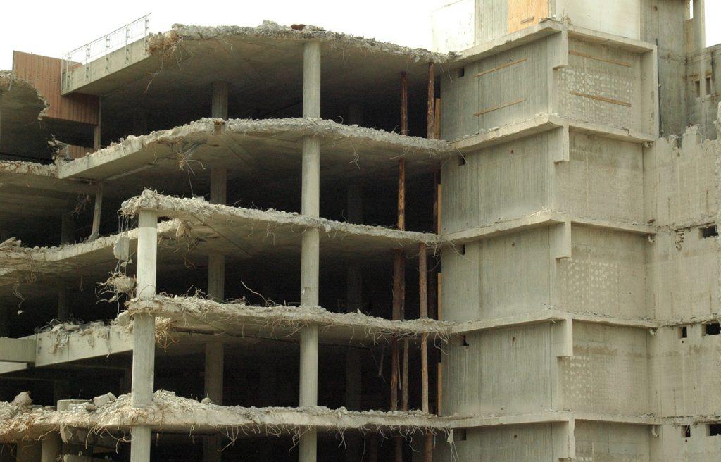 етапи по събаряне на сгради
