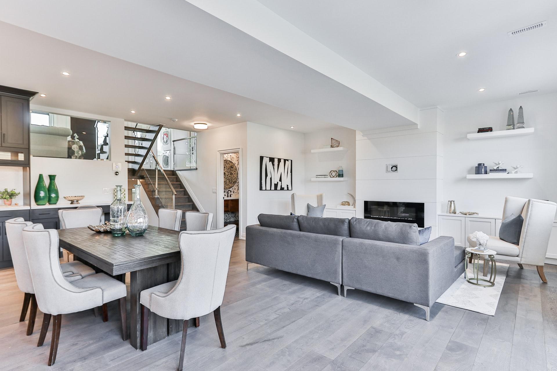 Как да освежим дневната чрез мека мебел, съвети от Aiko XXXL